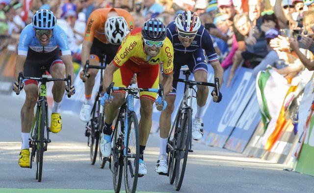 Alejandro Valverde je v šprintu premagal Romaina Bardeta in Michaela Woodsa. FOTO: Jože Suhadolnik/Delo