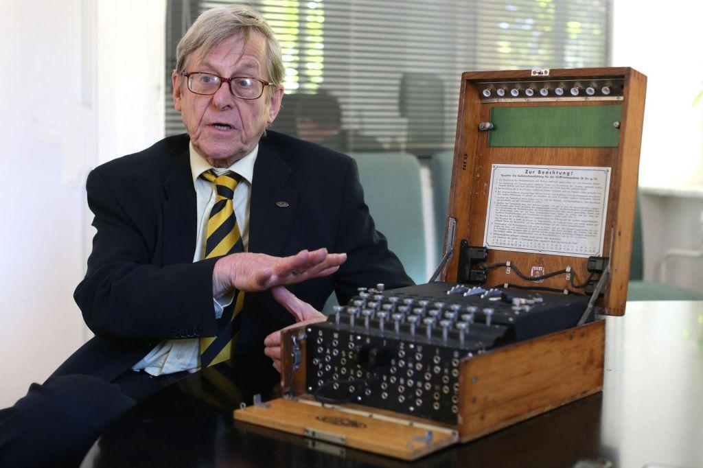 FOTO:Enigma v svetu lažnih novic