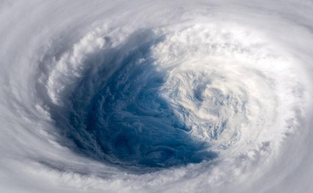 Kakor da bi kdo izpulil čep, je pomislil nemški astronavt Alexander Gerst. FOTO: ESA/Nasa-A.Gerst/Reuters