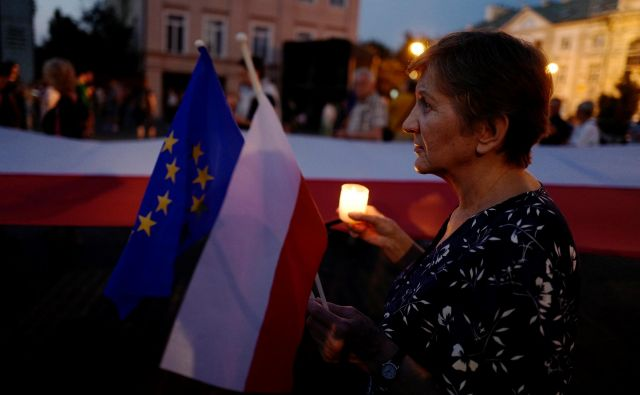 Odločitev evropske komisije, da Poljsko raje toži pred sodiščem EU, ker da s prisilnim upokojevanjem vrhovnih sodnikov krši neodvisnost sodstva, je znamenje, da od 7. člena ne pričakuje več veliko. Foto: Kacper Pempel/Reuters