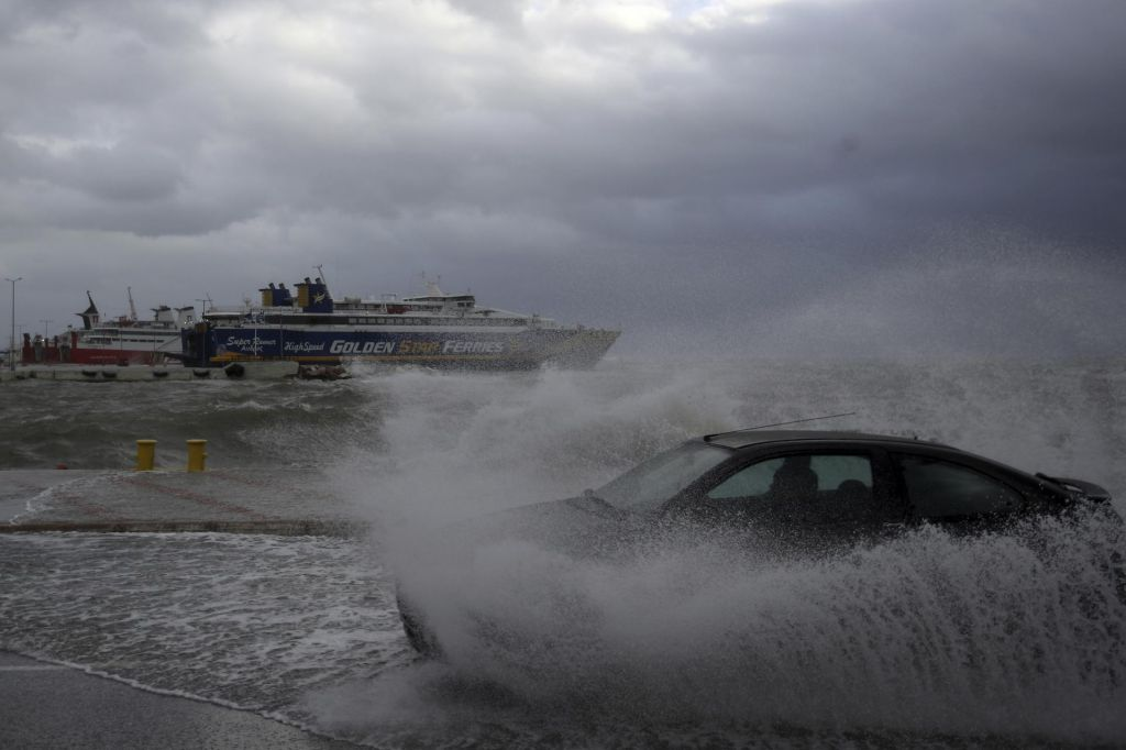 Grčija se srečuje z redkim tropskim ciklonom podobnim neurjem