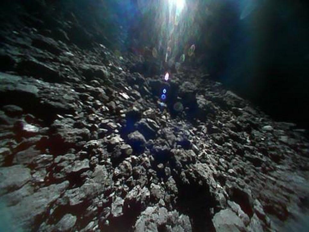 FOTO:To so posnetki s površja nebesnega telesa, od Zemlje oddaljenega 280 milijonov kilometrov