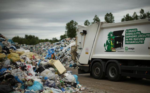 Slovenija je uradno še bolj uspešna kot Avstrija, dejansko pa ostajajo kupi. FOTO: Jure Eržen/Delo