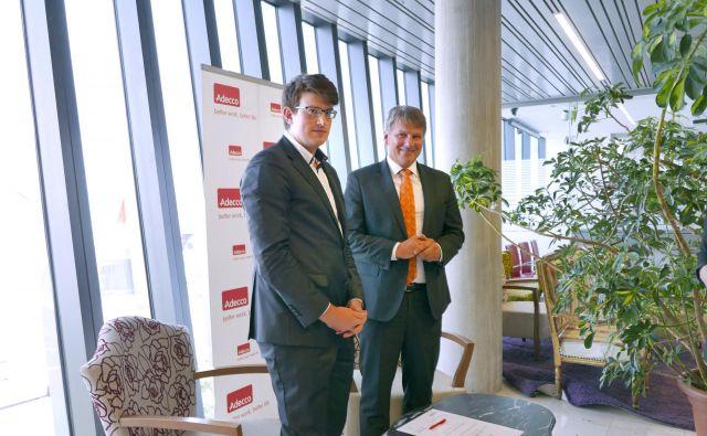 Rok Štemberger (levo) in direktor Adecca Slovenija Miro Smrekar. Foto Arhiv Adecco