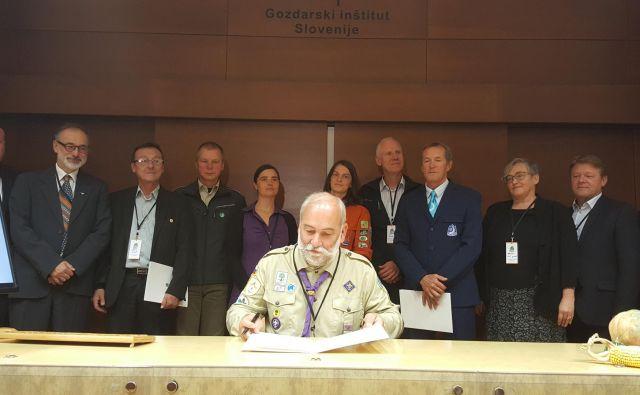 Podpis kodeksa je prelomni dogodek, saj se je prvič na enem mestu zbralo tako veliko število raznolikih organizacij, ki skrbijo za naravo. Njihovi predstavniki so se zavezali k prihodnjemu tesnejšemu sodelovanju. Foto: Maja Prijatelj Videmšek