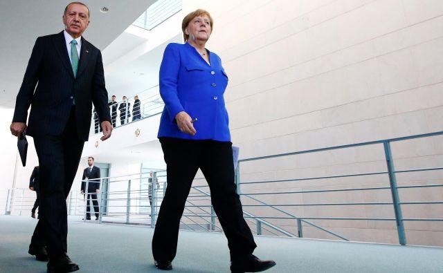 Eden izmed razlogov za nemško popuščanje (tudi kanclerke Angele Merkel) turškemu voditelju Recepu Tayyipu Erdoğanu je več kot trimilijonska turška skupnost v državi.Foto: Fabrizio Bensch/Reuters
