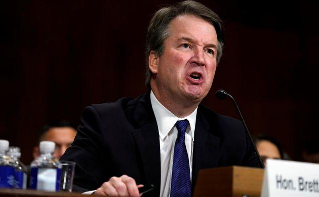Sporni kandidat za vrhovnega sodnika Brett Kavanaugh je vse bližje dosmrtnemu imenovanju v najvišji sodni organ ZDA. Foto: Andrew Harnik/Reuters