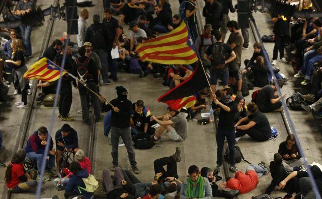 Današja akcija independentistov na železniški postaji v Gironi.<br /> FOTO:AP