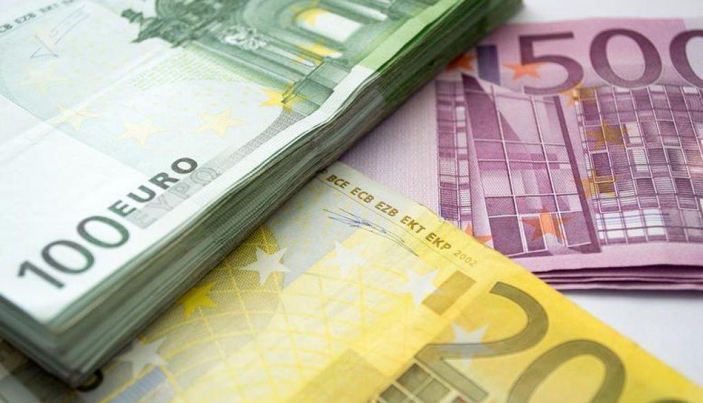 Javni dolg sta rahlo oklestila konjunktura in razdolževanje