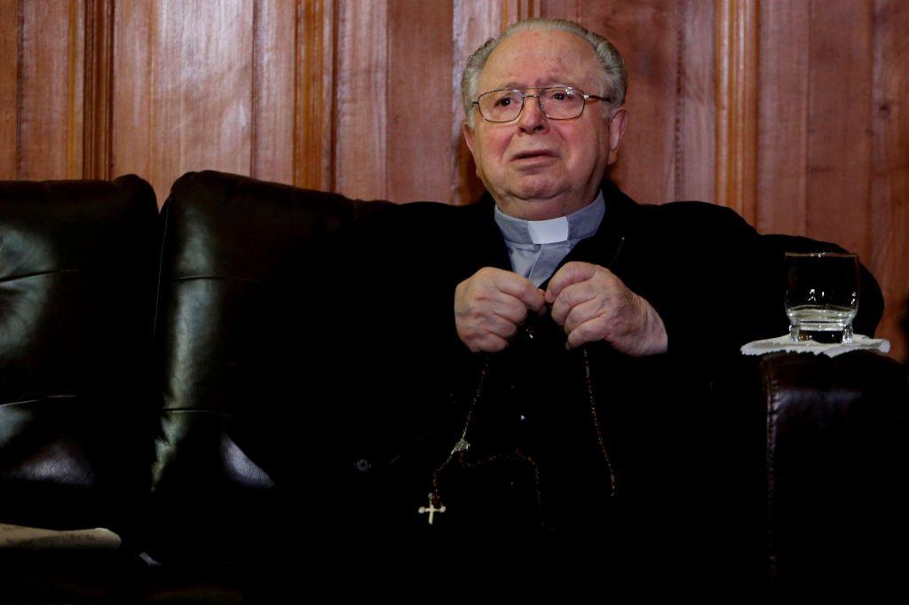 Papež »v dobro Cerkve« odstavil čilskega duhovnika