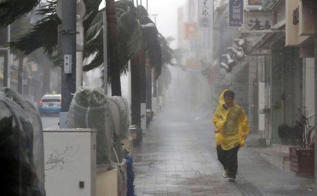 Po napovedih naj bi tajfun japonsko otočje prečkal čez vikend. FOTO: Reuters