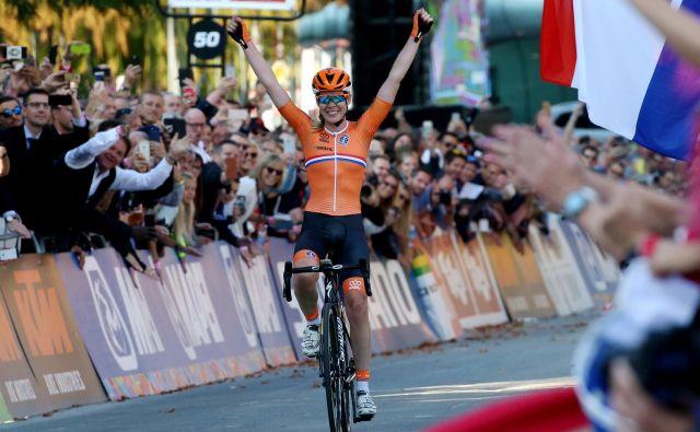 Anna van der Breggen je slavila z ogromno prednostjo. FOTO: Jože Suhadolnik/Delo