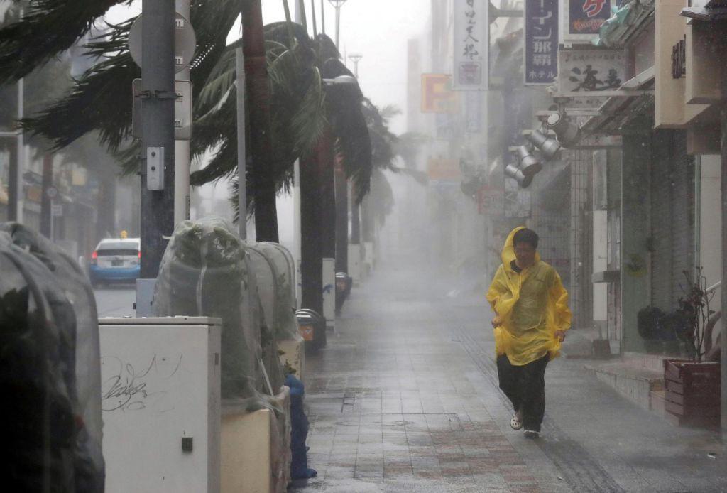 FOTO:Tajfun Trami biča Japonsko