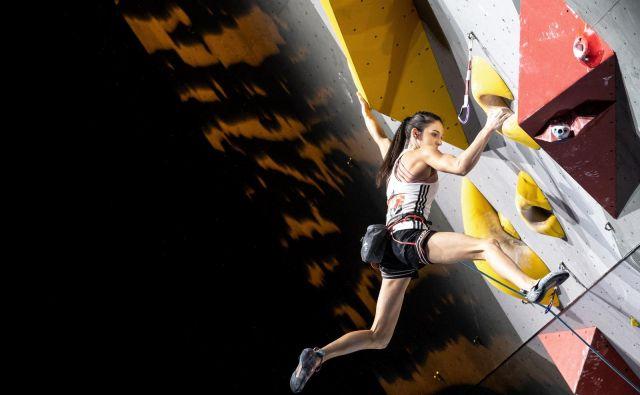 Za plezanje jo je navdušil brat, z njim je šla na trening, poskusila in brž ugotovila, kako zabaven je lahko ta šport. FOTO: Luka Fonda/PZS