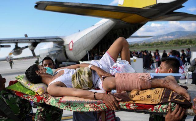 Kontrolor zračnega prometa Anthonius Gunawan Agung je v srcih rojakov postal heroj, potem ko je zagotovil, da je potniško letalo ušlo v smrtonosnemu potresu, ob tem pa izgubil življenje.<br /> FOTO: Hafidz Mubarak/Reuters