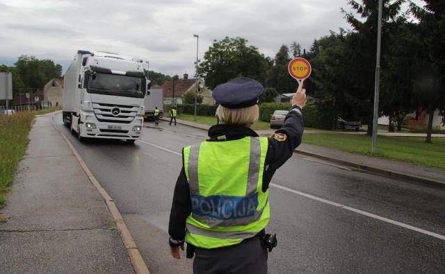 Policisti so prvi dan stavke samo iz medijev izvedeli, da so pristojni pripravljeni na dialog. Foto Jože Pojbič