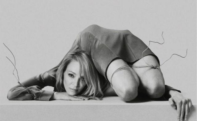 Tisti, ki so se nad filmom pritoževali zaradi pretiranega nasilja – v Cannesu so se najbolj zgražali ob prizoru, v katerem protagonist odreže nogo rački –, ob pogledu na plakate gotovo ne bodo navdušeni. FOTO: Zentropa