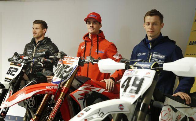 Tim Gajser (v sredini), Klemen Gerčar (levo) in Jernej Irt so v tej sezoni predstavljali slovenski motokros v elitnem MXGP. FOTO: Leon Vidic/Delo