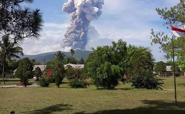 Vulkan je izbrunil na severu otoka, približno 600 kilometrov stran od Paluja. FOTO: AFP