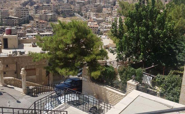 Sednaya, ki je bila več let v rokah upornikov, skrajnih muslimanov, je tudi letoviško mesto za bogate Damaščane. Foto Majda Naji