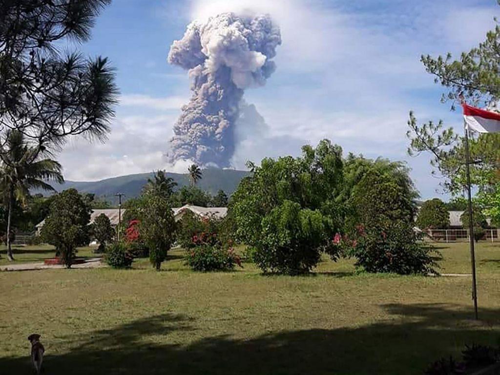 Nova nesreča na Sulavesiju, po potresu in cunamiju zdaj še izbruh vulkana