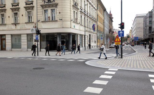 V nekdanjih prostorih Slovenijašporta je na voljo okoli 76 kvadratnih metrov. Prednost pri brezplačnem najemu bodo imele nevladne organizacije s podorčja parvosodja. FOTO: Mavric Pivk