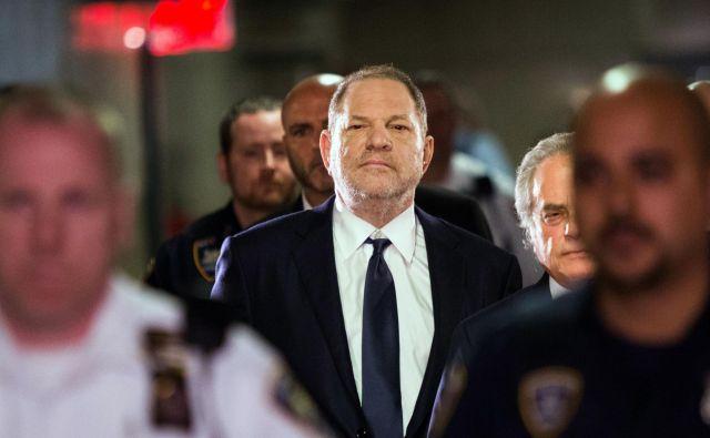 Leto dni po tem, ko je javnost izvedela, da je Harvey Weinstein spolno nadlegoval ženske, je gibanje #jaztudi postalo sila, ki spreminja družbo. FOTO: AFP