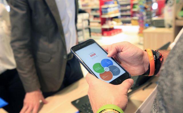 Mobilni aplikaciji se pridružuje še debenta kartica. FOTO: Mavric Pivk/delo