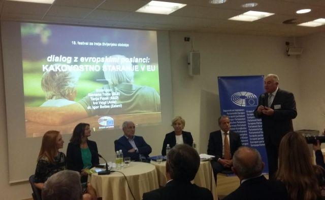 V razpravi Kakovostna starost v EU so sodelovali evropski poslanci (z desne) dr. Igor Šoltes, Romana Tomc, Ivo Vajgl in Tanja Fajon. Foto Andreja Žibret Ifko