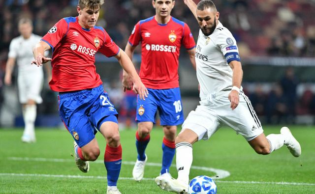 Jaka Bijol (levo) se je ustalil v zasedbi CSKA. Na zadnji tekmi lige prvakov je večkrat blokiral tudi strel Karima Benzemaja.