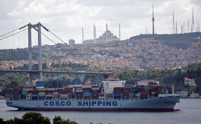 Kitajska prodira v Evropo, denimo z državnim logistom Cosco, ki je tudi prevzel upravljanje pirejskega pristanišča. Fotografije Reuters