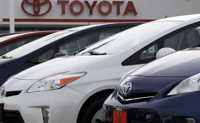 Toyota bo na servis klicala hibride.