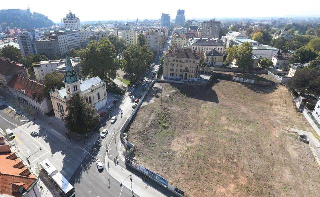 Območje Kolizeja je pripravljeno za gradnjo stanovanjske soseske. Foto Tomi Lombar