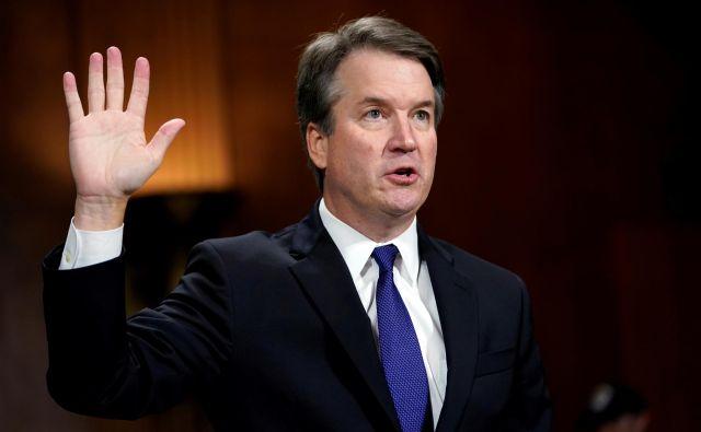 Kandidat za ameriškega vrhovnega sodnika Brett Kavanaugh je ob čustveni razpravi korak bližje k potrditvi v senatu. FOTO: Andrew Harnik/Pool New Reuters