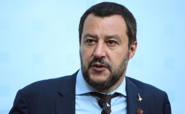 Italijanski notranji minister Matteo Salvini predsedniku evropske komisije Jean-Claudu Junckerju očita, da uničuje EU in Italijo. Foto Reuters