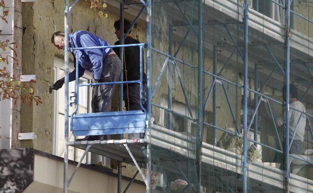 Z zasebnimi partnerji obnavljajo stavbe za največjimi mogočimi prihranki. FOTO: Leon Vidic/Delo