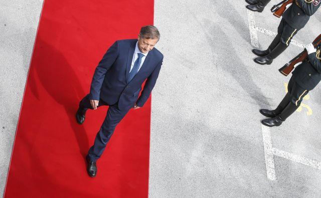 Karl Erjavec bo moral koalicijske partnerje in Levico prepričati, da glasujejo za večji obrambni proračun. To od Slovenije pričakuje tudi Nato. Foto Uroš Hočevar