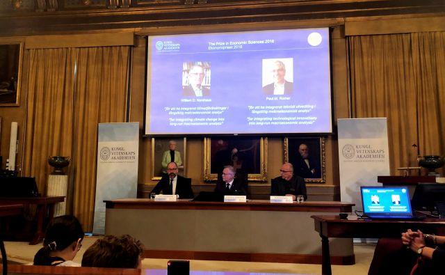 Nagrada švedske centralne banke v spomin Alfredu Nobelu je letos podeljena ekonomistoma, ki naslavljata nekatera ključna vprašanja svetovnega razvoja. FOTO REUTERS