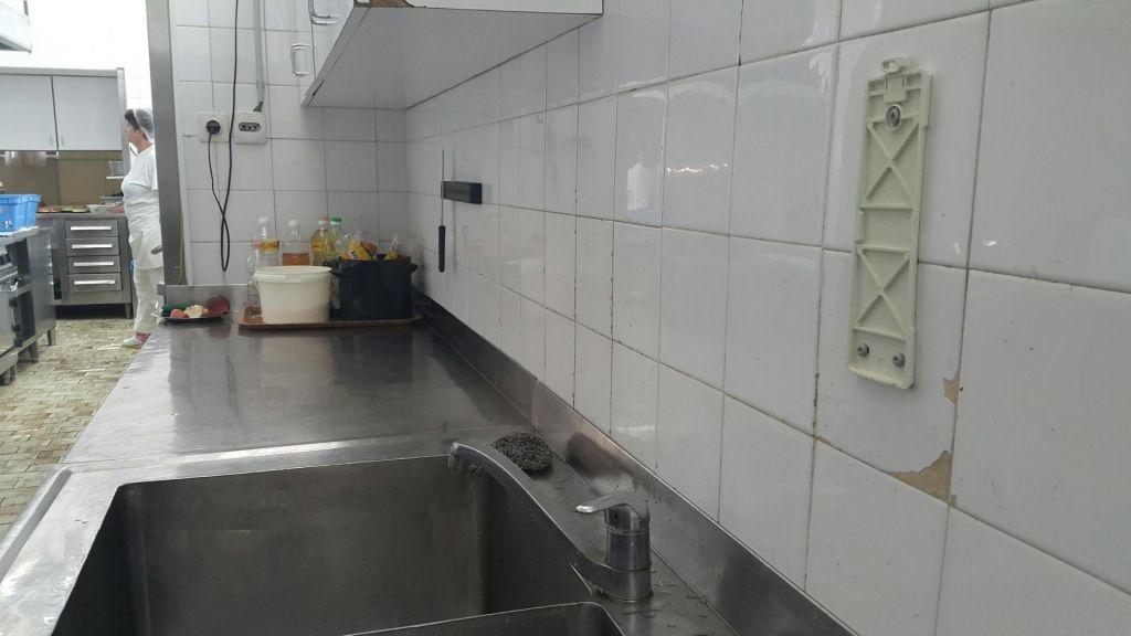 FOTO:V kuhinji se krušijo ploščice