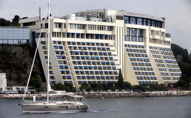 Slovenski hotelirji dosežejo povprečno 32 evrov prihodkov na razpoložljivo sobo. Na fotografiji hotel Bernardin. FOTO: Mavric Pivk