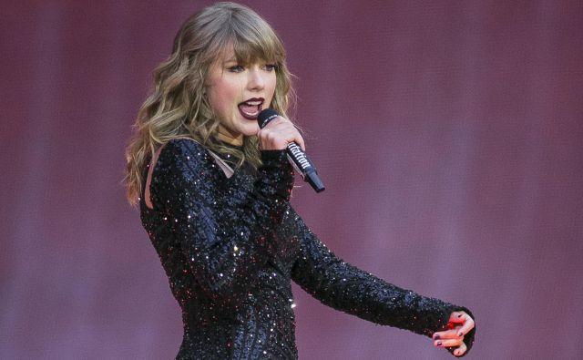 Taylor Swift ni aktivna samo na odrih. FOTO AP