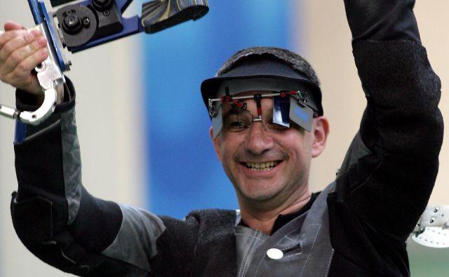 V Pekingu je leta 2008 Rajmond Debevc z malokalibrsko puško v panogi 3 x 40 osvojil bronasto kolajno. FOTO: Matej Družnik/Delo