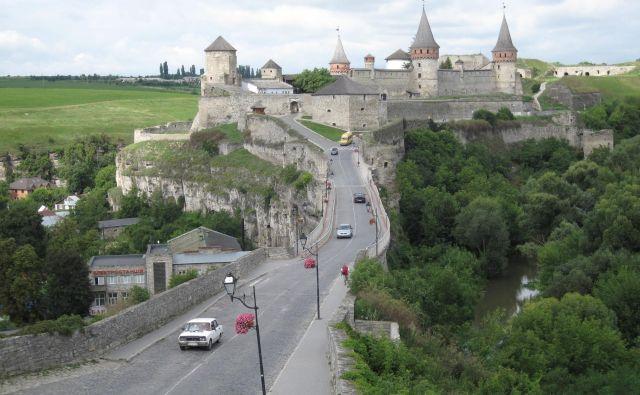 Biser mesteca Kamjanec Podolski sije na griču – prekrasen srednjeveški grad z gotskimi stolpiči. FOTO: Alen Steržaj
