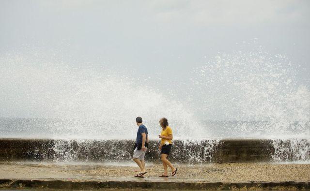Orkan je že povzročal težave na delih Kube FOTO: Reuters