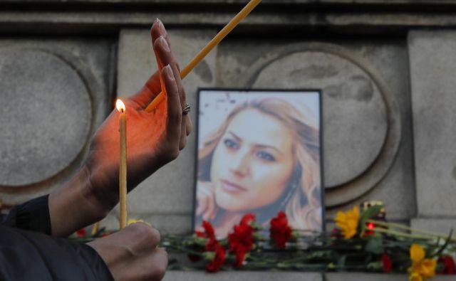 Marinova, ki naj bi pred umorom poročala o preiskavi domnevne korupcije pri porabi sredstev EU, je bila brutalno umorjena in posiljena. FOTO: Vadim Ghirda/AP