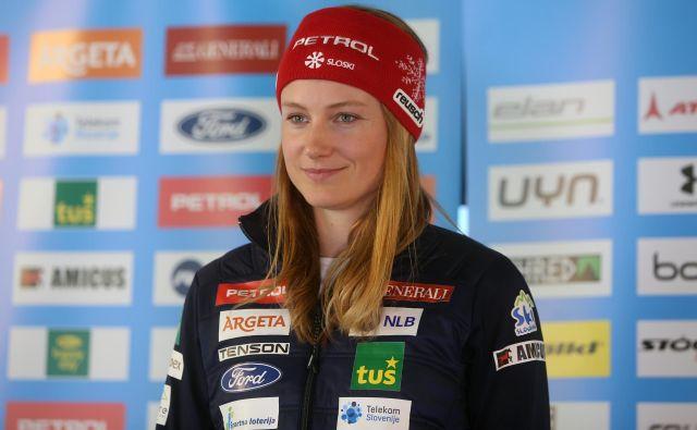 Ana Drev je po športni upokojitvi smukačev Andreja Šporna in Roka Perka najstarejša v slovenski smučarski reprezentanci. FOTO: Tadej Regent/Delo