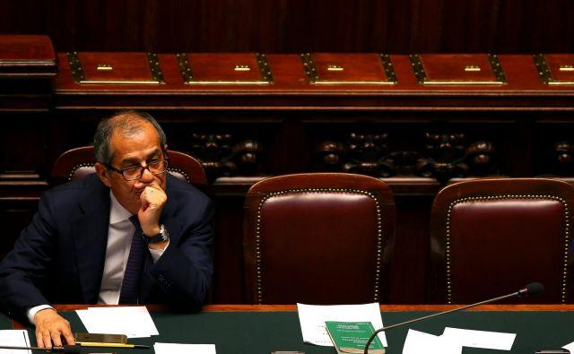 Italijanski minister za gospodarstvo Giovanni Tria v italijanskem parlamentu. FOTO: REUTERS/Tony Gentile
