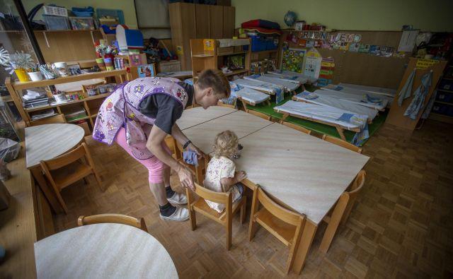 Prednost pri vpisu imajo otroci, katerih starši so pravočasno oddali vloge. FOTO: Voranc Vogel/Delo
