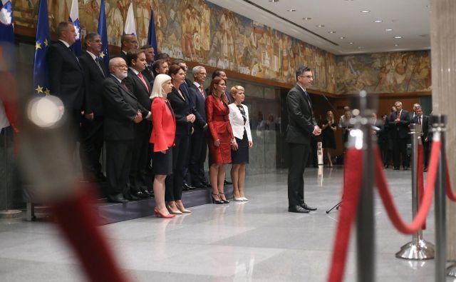 Ministrska ekipa Marjana Šarca je dobila navodilo, naj svetlobne znake uporabljajo »čim bolj restriktivno«. FOTO: Leon Vidic/Delo