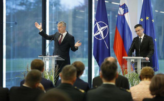 Slovenski politični vrh se strinja z generalnim sekretarjem Nata o povečanju obrambnega proračuna. Na fotografiji: Jens Stoltenberg in Marjan Šarec. Foto Leon Vidic